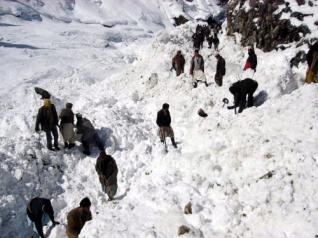 14 dead as avalanche strikes Chitral
