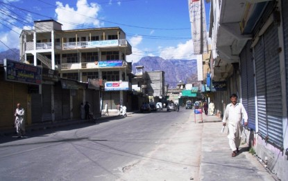 Gilgit: Strong wind topples a wall, killing one child and injuring another