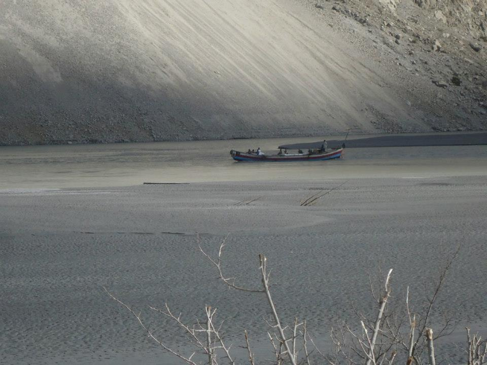 Water level dropping in dammed Hunza River, boats unable to travel smoothly