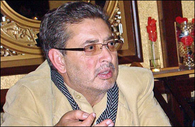 """""""Abstain from wasting time on Facebook during office hours"""", Mehdi Shah tells govt officials"""