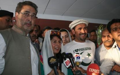 Samina Baig reaches Pakistan, warmly received at Islamabad airport