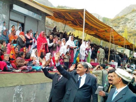 Rousing welcome for federal minister Berjees Tahir, foreign ambassadors, diplomatic staff and government officials in Gulmit, Gojal (Upper Hunza). He is in the village to attend the concluding ceremony of the Silk Route Festival. Photo: Hussain Nagri
