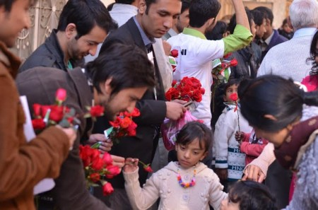 Volunteers from different faith groups visited Churches in the twin cities and distributed roses among the people