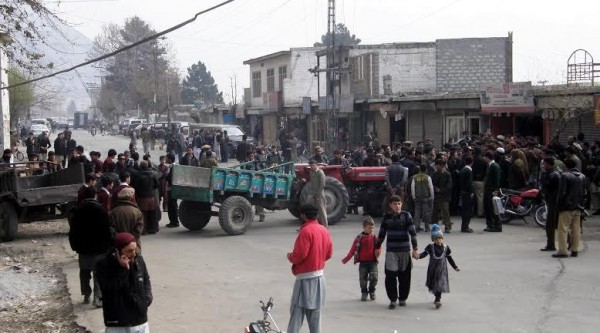Protesters have blocked a road in the Konodas area of Gilgit on Monday. They were demanding arrest of the organizers of Yom-e-Hussain at KIU