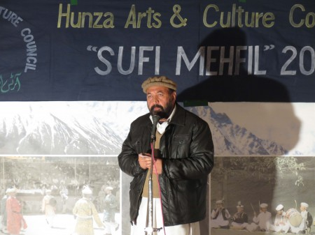 Ghulam Abbas Naseem, renowned writer and poet , addressing the Mehfil