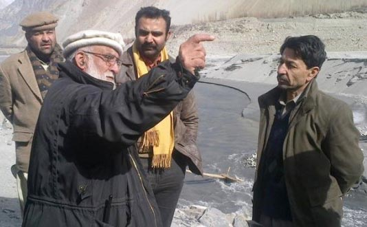Tehsildar Gojal Alam Khan briefing the Assistant Commissioner near the site of the collapsed bridge