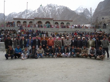 Finalist teams posing with the guests. Photo: Zaheer Bari