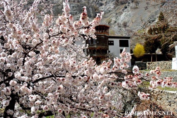 The historic Khaplu Palace can be seen in the background