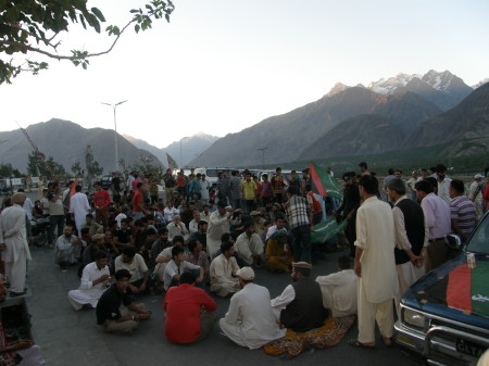 The Dharna started in Gilgit in the evening. Photo> Farman Karim