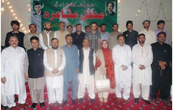 Group photo at the end of the Mushaira