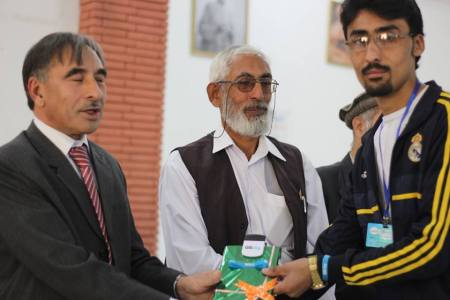 Anjum receiving the award from Prof Muhammad Rasul Jan, VC Peshawar University