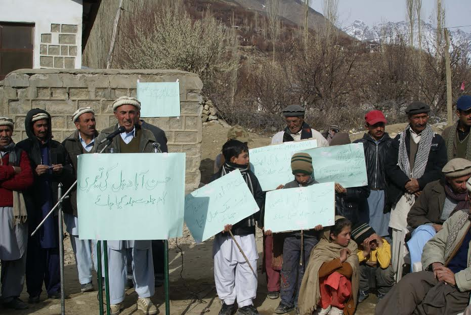 Chitral: Protesters called for immediate construction of Hassanabad Bridge and Sosom valley road
