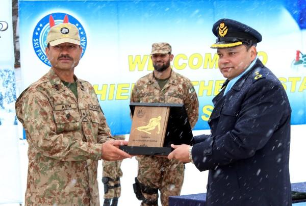 Souvenir being presented to Major General Asim Munir of FCNA