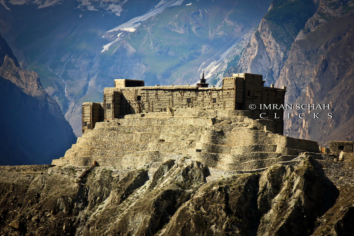The Baltit Fort has been constructed at a strategic point, overlooking the entire Hunza-Nagar Valley. This provided the rulers with a vintage point from which they could keep an eye on the enemies. Photo: Imran Schah