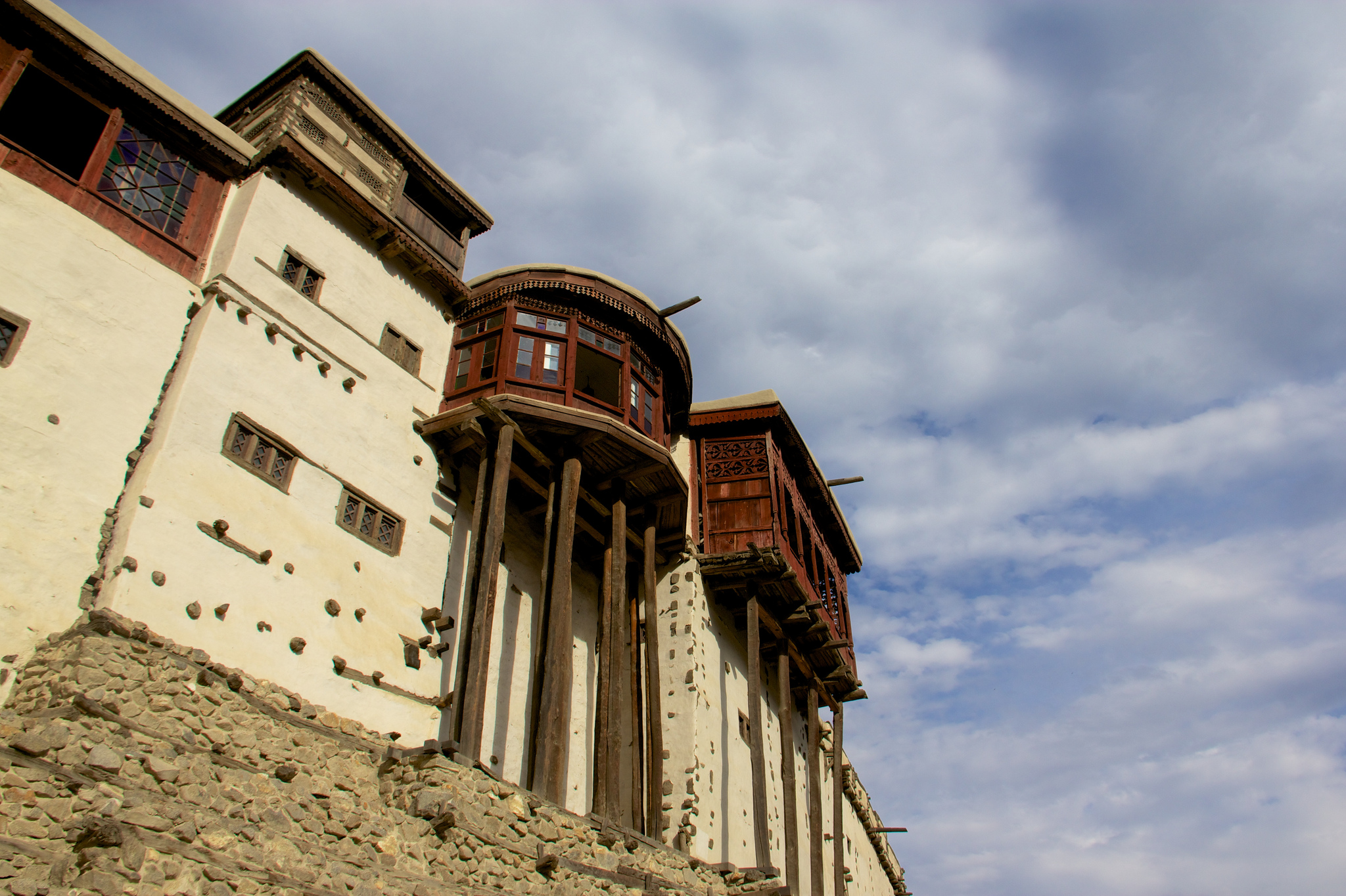 The Baltit Fort, as the name suggests, has strong links with the Balti architecture. It was constructed by Balti artisans who traveled to Hunza along with a Balti bride of the then ruler of Hunza