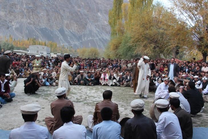 Teams of Duf Tamasha performing