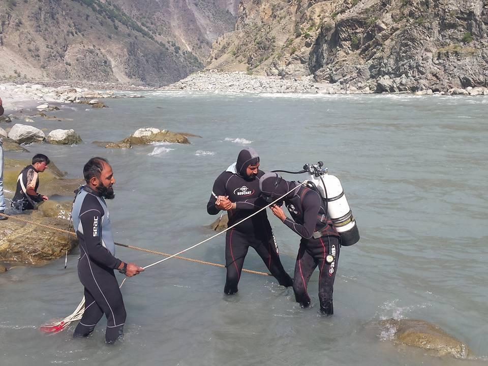 Dead body of a car accident victim recovered from Indus