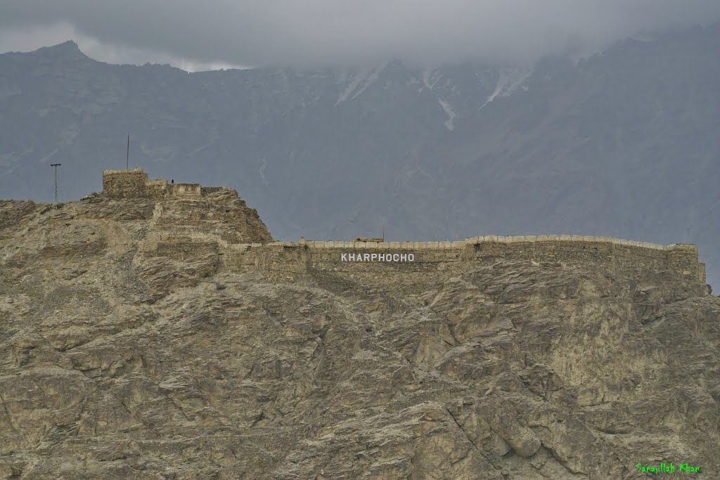 A view of the fort's boundary wall from the Skardu city
