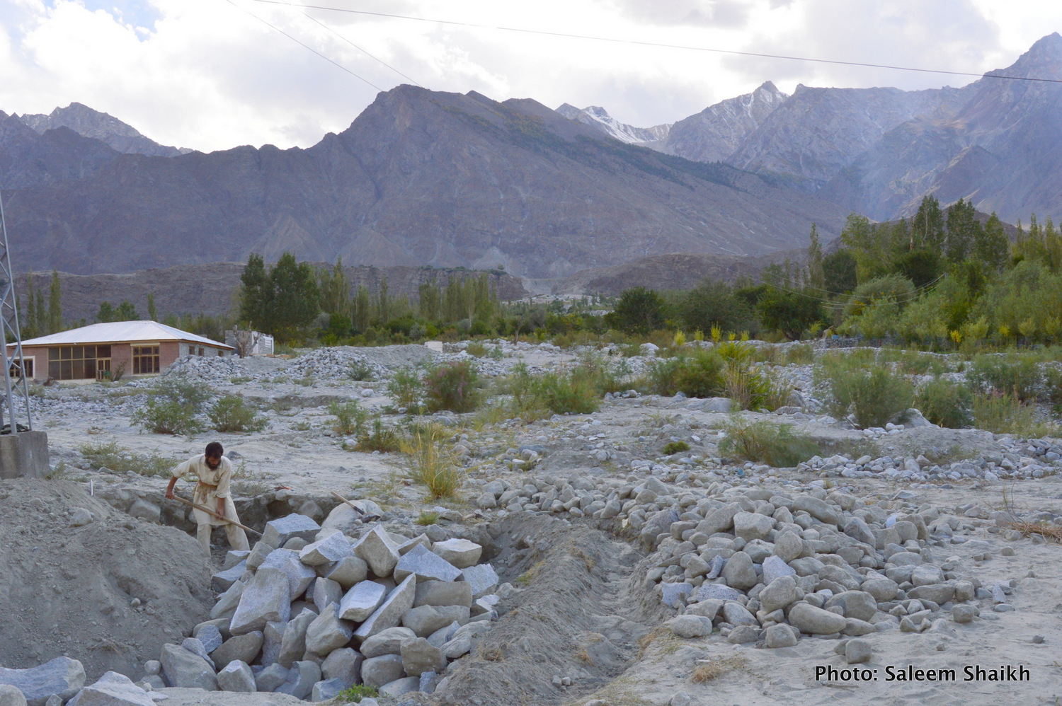 A farmer struggles to reclaim his field by spading away silt deposited on his field in flood-prone Damaas village in picturesque valley of Gizer district, Pakistan's north. Traditionally, the village is located in non-flood area. But three floods have hit it in 2006, 2010 and 2015, respectively, with 2010 flood being the most devastating. Photo credit: Saleem Shaikh