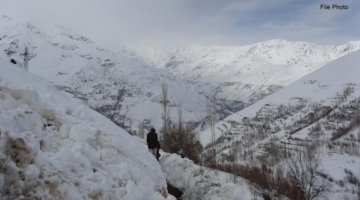 Tragic: At least eight people, including school children, buried under snow avalanche in Chitral