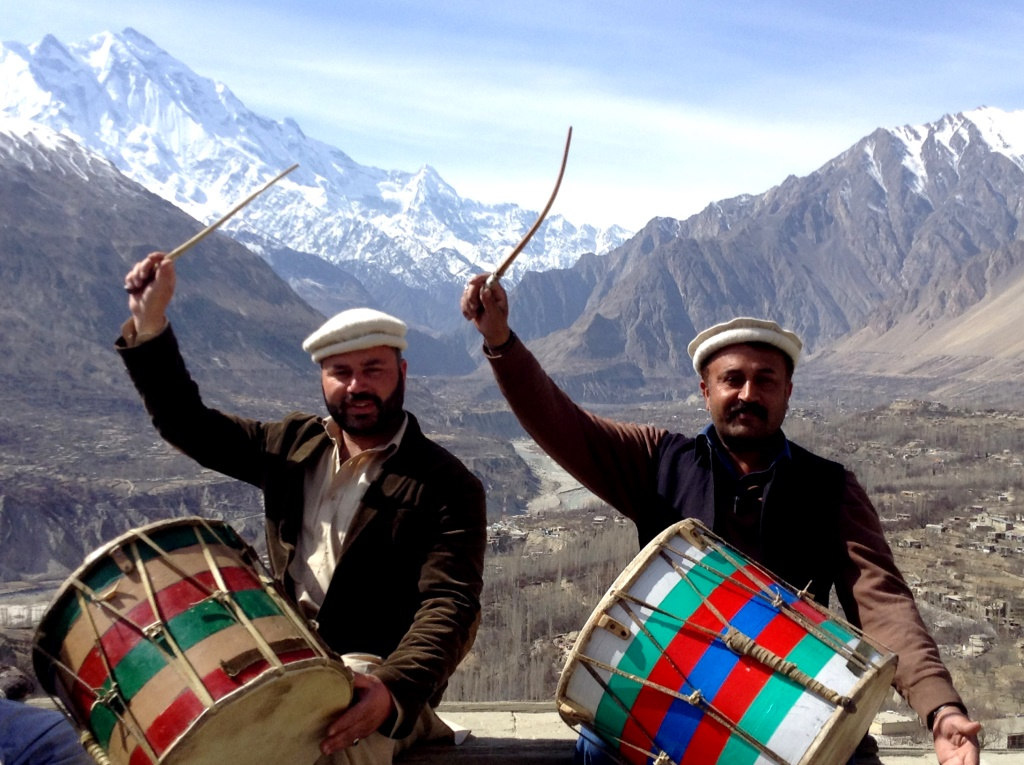 Pictorial – Musicians on the roof of the world