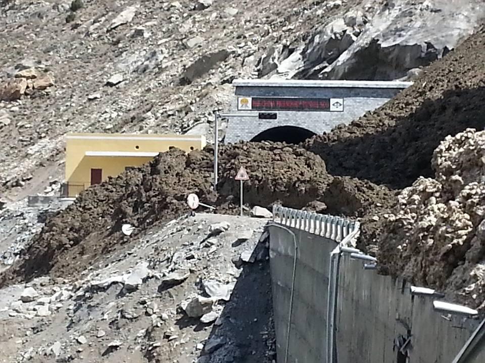 Tunnels (2)