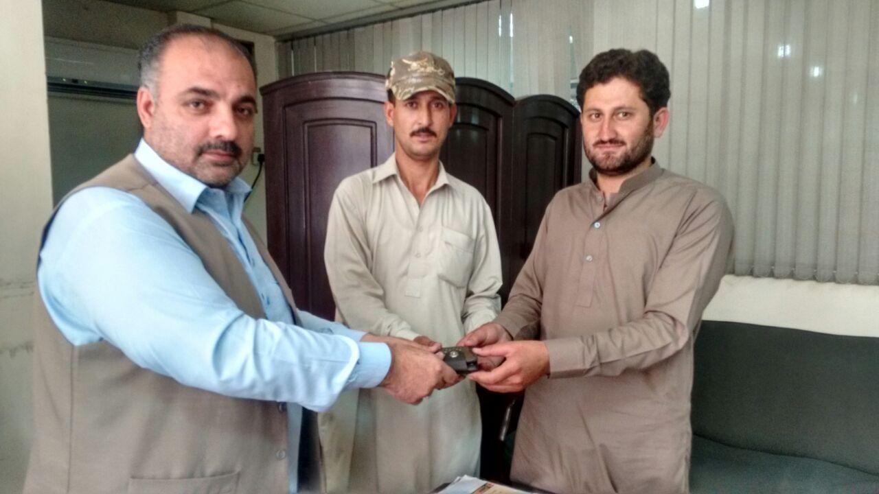 Honest police driver returns cash-filled purse to owner in Gilgit