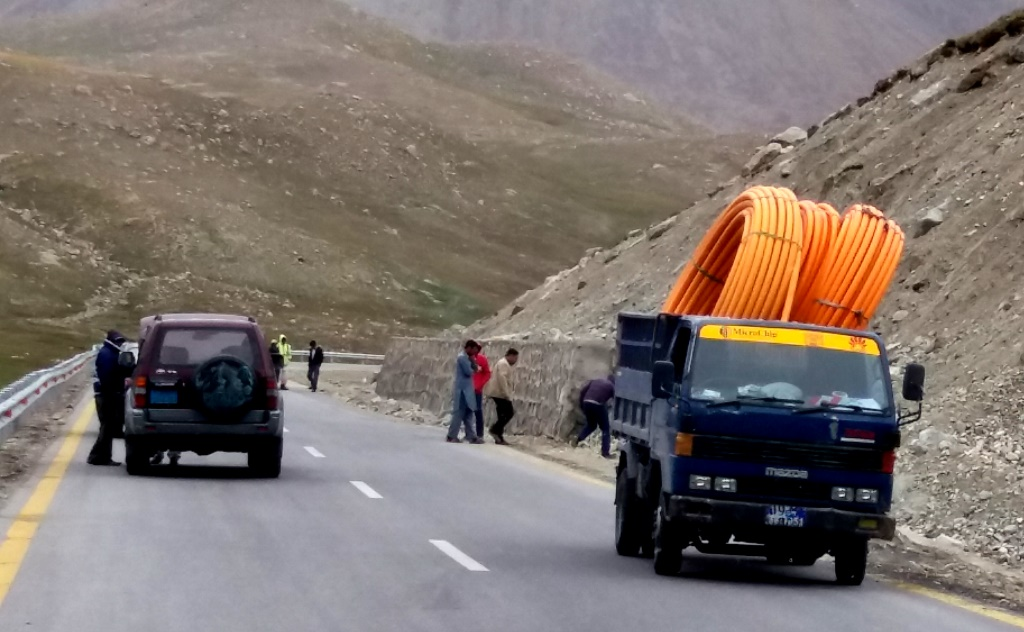 Work on Pakistan-China Fiber Optic Cable Project underway