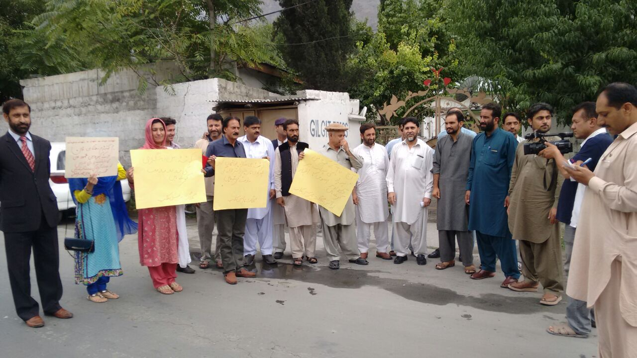 Journalists in Gilgit protest against Quetta carnage