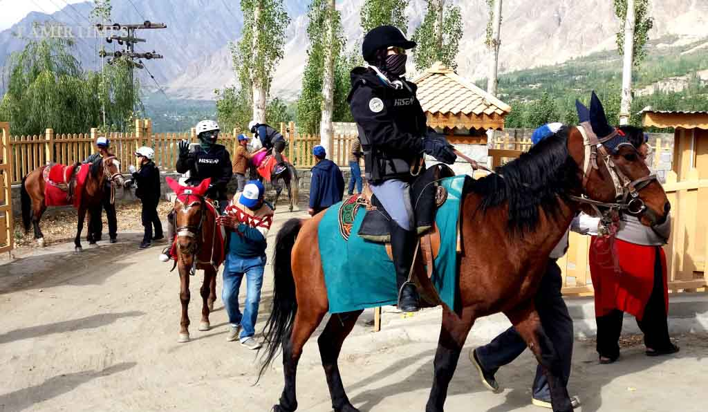 chinese-tourists-in-hunza-2