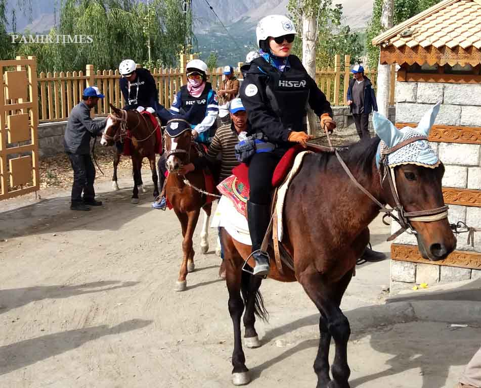 chinese-tourists-in-hunza-3