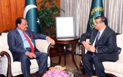 President Mamnoon invites the Aga Khan to visit Pakistan during his Diamond Jubilee celebrations