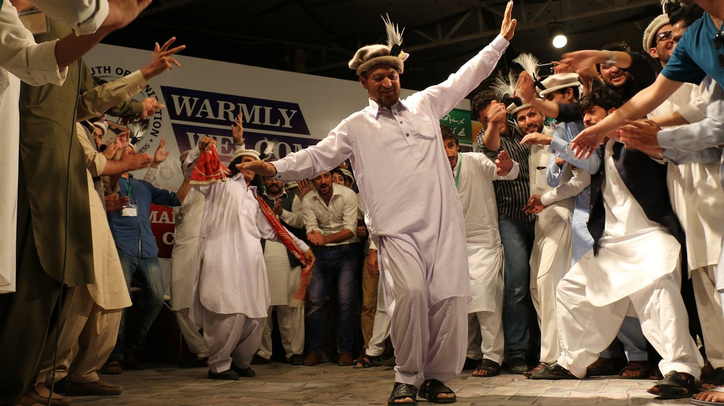 Ghafoor Chilasi enthralls audience during cultural event organized by Diamer Youth Organization