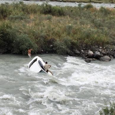Good Samaritan saves drowning man after car falls in the Ghizer river
