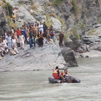 Dead body of one woman, out of 4, recovered from Indus River in Kohistan