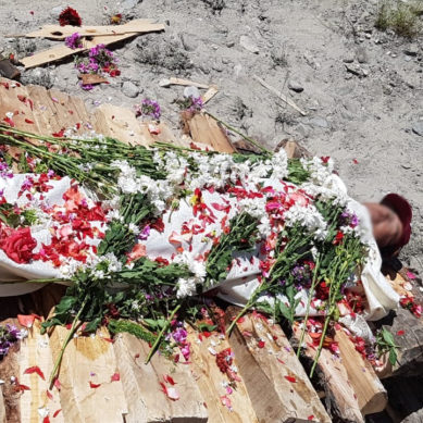 Fallen Chinese mountaineer cremated in Baltistan