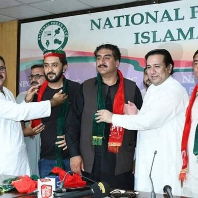 Three political figures, senior journalist join PTI